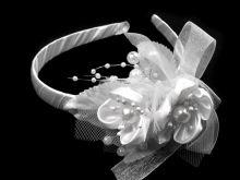 Květinová čelenka v bílé barvě Obvod: 35 cm