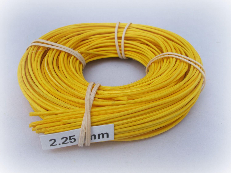 Barvený pedig 2 mm 240 gr žlutý vhodný na pletení košíků a výrobě dekorace