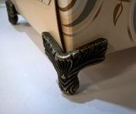 Ozdobné kování na krabičky Nožička 21x31mm - 1ks