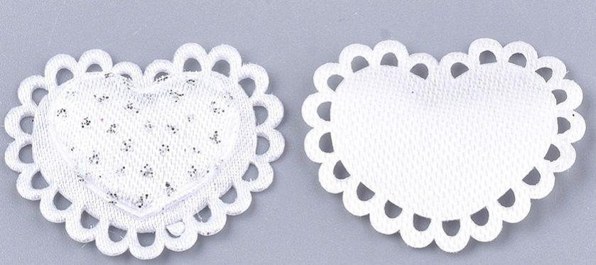 Dekorace textilní 3D saténová bílá SRDÍČKA 24x28mm - 10ks