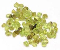 Minerální kamínky přírodní Olivín cca 3 až 7mm - 25g