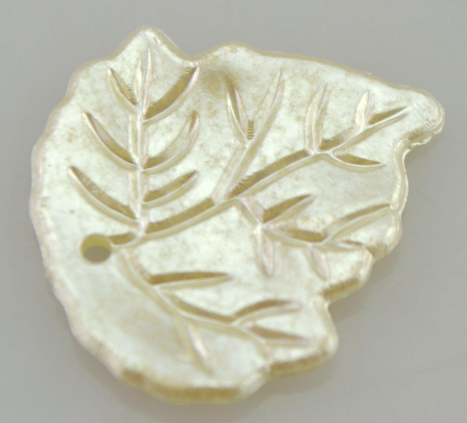 Korálky akryl imitace mušloviny LÍSTEK 25x22mm - 1ks